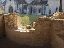 Vecchio ripristino del monastero in francese Borgogna fotografia stock libera da diritti