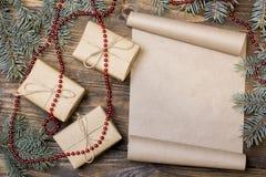 Vecchio rotolo sulla tavola una lettera a Santa Claus Fotografie Stock