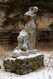 Vecchio rovinato della statua sovietica sulla valle delle montagne del narza Fotografie Stock