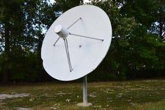 Vecchio satellite del piatto fotografia stock