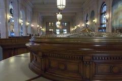 Vecchio scrittorio di legno al museo della posta immagini stock