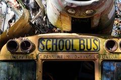Vecchio scuolabus abbandonato fotografia stock