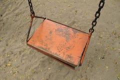 Vecchio sedile di legno vuoto dell'oscillazione Fotografia Stock