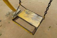 Vecchio sedile di legno vuoto dell'oscillazione Immagine Stock Libera da Diritti