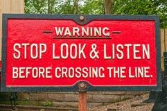 Vecchio segnale di pericolo ferroviario Fotografia Stock