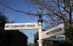 Vecchio segnale stradale rurale, nottinghamshir fotografie stock libere da diritti