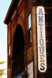 Vecchio segno degli oggetti d'antiquariato della città Fotografie Stock
