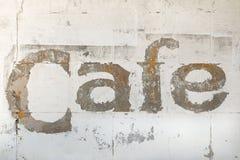Vecchio segno del caffè su costruzione Fotografia Stock