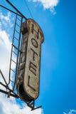 Vecchio segno dell'hotel Immagine Stock