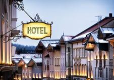 Vecchio segno dell'hotel fotografie stock
