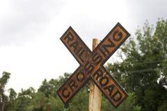 Vecchio segno dell'incrocio di ferrovia Fotografia Stock