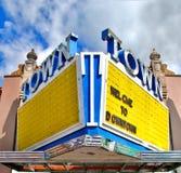 Vecchio segno della tenda foranea del teatro Fotografia Stock