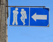 Vecchio segno della toilette del WC delle toilette pubbliche Fotografie Stock