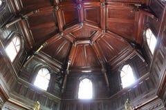 Vecchio soffitto di legno in casa o villa di lusso Fotografia Stock