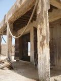 Vecchio souk con le colonne di sbriciolatura Fotografia Stock