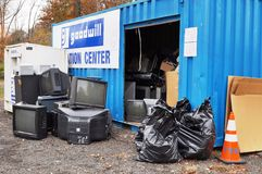 Vecchio spreco obsoleto di elettronica ad un recyclingfacility del ciarpame Fotografia Stock
