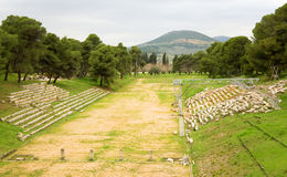 Vecchio stadio olimpico in città antica di Epidaurus Immagine Stock Libera da Diritti