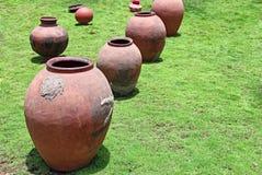 Vecchio stile Clay Pots Used per stoccaggio Fotografia Stock