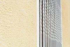 Vecchio stile della griglia bianca d'annata sulla finestra Fotografia Stock Libera da Diritti