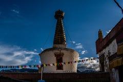 Vecchio Stupa sul tempio buddista del palazzo Leh Ladakh di Shey fotografie stock