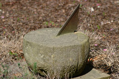 Vecchio Sundial con il fronte dei womans Fotografia Stock