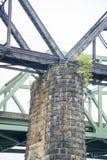 Vecchio supporto di pietra del ponte immagini stock libere da diritti