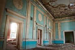 Vecchio teatro frequentato rovinato marcio abbandonato terrificante Fotografie Stock Libere da Diritti