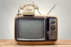 Vecchio telefono e vecchio stile dell'annata della TV Fotografie Stock