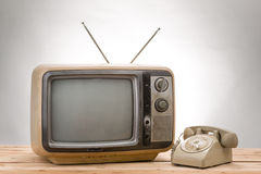 Vecchio telefono e vecchio stile dell'annata della TV Immagine Stock Libera da Diritti