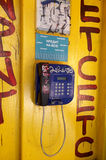 Vecchio telefono pubblico Immagine Stock Libera da Diritti