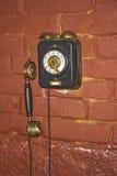Vecchio telefono sulla parete Fotografie Stock Libere da Diritti