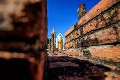 Vecchio tempio e cielo blu immagini stock libere da diritti