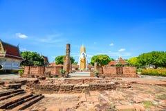 Vecchio tempio e cielo blu immagini stock