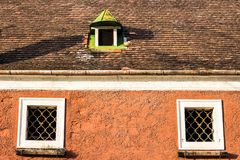 Vecchio tetto con i timpani Immagini Stock