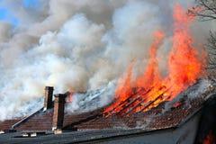 Vecchio tetto su fuoco Fotografia Stock Libera da Diritti