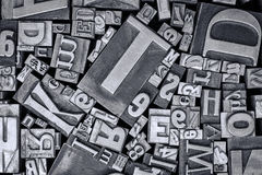 Vecchio tipo blocchetti del metallo dello scritto tipografico di stampa Fotografia Stock