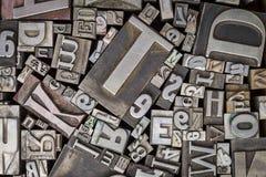 Vecchio tipo blocchetti del metallo dello scritto tipografico di stampa Fotografie Stock Libere da Diritti