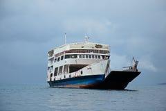 Vecchio traghetto su acqua Fotografia Stock Libera da Diritti
