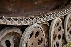 Vecchio trattore a cingoli del carro armato di esercito tedesco Vecchia attrezzatura militare distrutta nelle battaglie fotografie stock