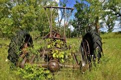 Vecchio trattore con il caricatore della parte frontale Immagini Stock