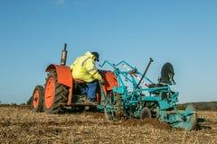 Vecchio trattore d'annata arancio del fordson Immagine Stock