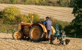 Vecchio trattore d'annata arancio del fordson Fotografia Stock Libera da Diritti