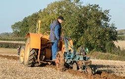Vecchio trattore d'annata arancio del fordson Immagini Stock Libere da Diritti