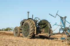 Vecchio trattore d'annata verde del fordson Fotografia Stock Libera da Diritti