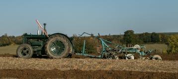 Vecchio trattore d'annata verde del fordson Fotografie Stock