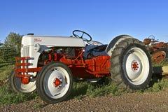 Vecchio trattore ristabilito di Ford di serie di N Fotografia Stock Libera da Diritti