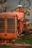 Vecchio trattore sull'azienda agricola Fotografia Stock Libera da Diritti