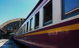 Vecchio treno alla stazione di Bangkok Immagine Stock