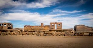 Vecchio treno arrugginito abbandonato nel cimitero del treno - Uyuni, Bolivia Fotografie Stock