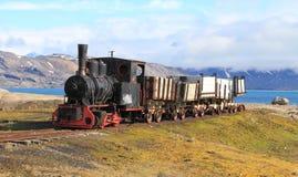 Vecchio treno del carbone in Spitsbergen Fotografie Stock Libere da Diritti